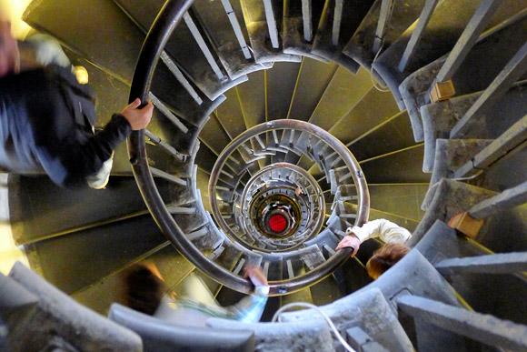climbing-the-london-monument-09