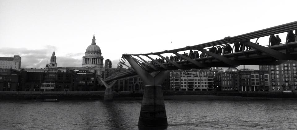 St. Paul's Cathedral e Millennium Bridge dalla Tate Modern - Photo by TheLondonHer