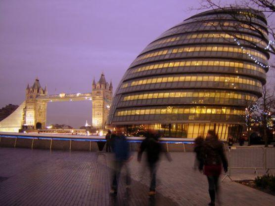 City Hall + Tower Bridge - Photo by TheLondonHer