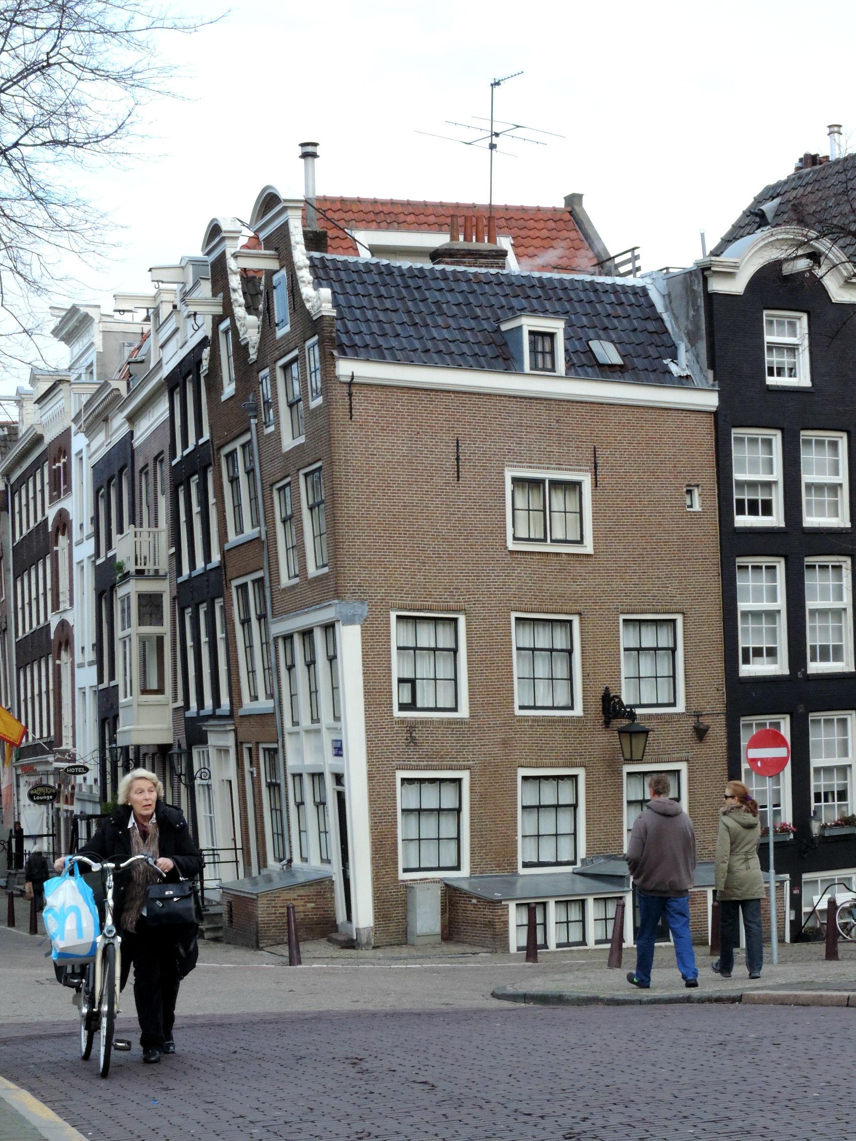 Amsterdam tra canali storia e biciclette impazzite the for Case amsterdam economiche